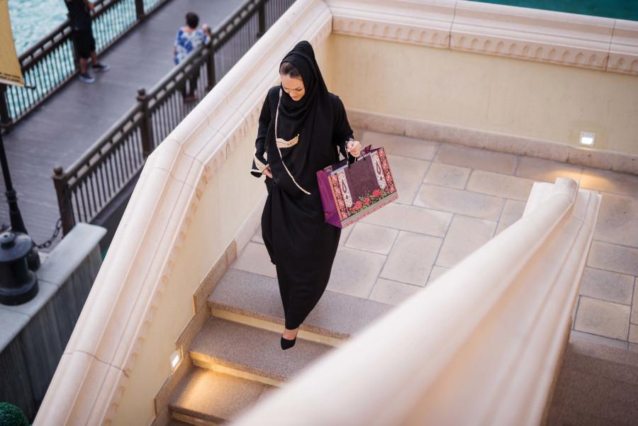 lo shopping per i turisti in visita negli emirati arabi uniti da oggi è più conveniente